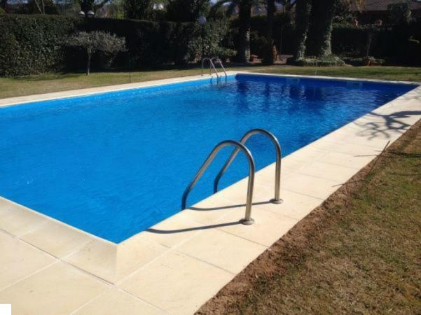 Piscinas en la rioja simple balneario de gravalos with for Camping en la rioja con piscina